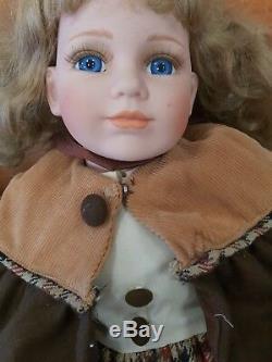 31G Vintage Pair Porcelain Dolls 19 AB10A Blue Grey Eyes