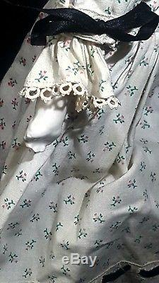 Antique Victorian Molded Bun CHINA HEAD DOLL PORCELAIN GERMAN #1 VINTAGE 18