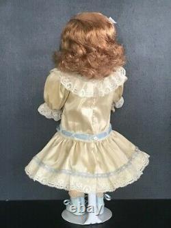 BLEUETTE Repro porcelain doll. 11 Mold SFBJ60 Blue-grey eyes 27 cm BRAVOT