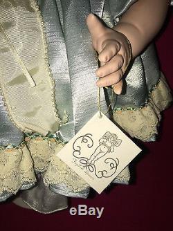 Fayzah Spanoscassandra Retired/vintage1968/2000-coa-handtag-box-stand-signed