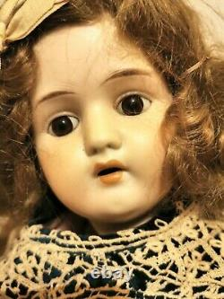 LECONTE DOLL. PORCELAIN AND WOOD. FRANCE. EARLY 20th CENTURY