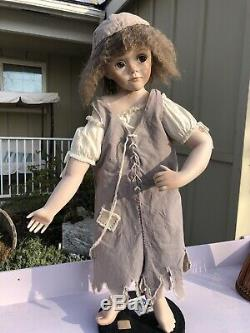 Les Miserables Porcelain Doll Little Cosette Musical Mop And Bucket Used