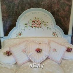 Original Doreen Sinnett Miniature Chrystal Kneeling Lady Doll and Vintage Bed