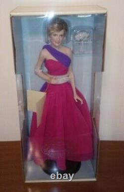 The Franklin Mint Diana Princess Of Wales Porcelain Portrait Doll- Queen Of