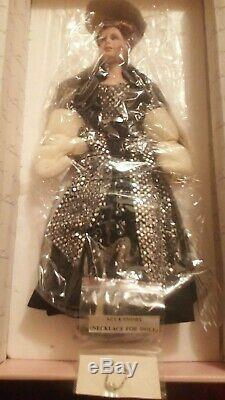 VINTAGE Unused Gorgeous Gloria Vanderbilt with papers Doll, SAVE