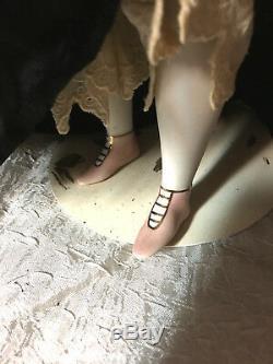 18 Parian Décoré Épaulière Avec Netted Snood Jambes Porcelaine, Chaussures