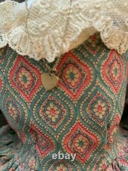 Antique 18 Poupée Victorienne De Porcelaine Avec #5 Tête, Cheveux Noirs, Robe, Collier