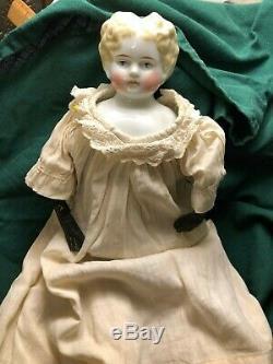Antique Doll Allemand (-tête De Porcelaine Seulement, 1860s) Dans Un Millésime Nuisette
