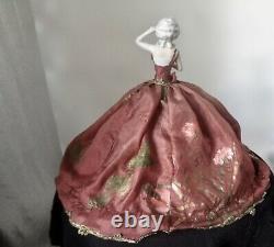 Antique German Porcelaine Demi-poupée Bras Loin Magnifique Main Peinte En Soie Ballgown