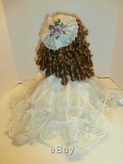 Antique / Vtg Animatronic Bisque Porcelaine Dollvictorian Robe En Dentelle Collector Article