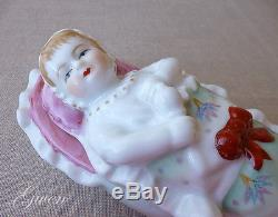Antiquité Vtg Porcelaine Bisque Allemande Emmaillotée Bébé Bunting Poupée Bibelot Boîte