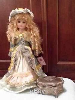 Belle Poupée Hantée En Porcelaine Annabelle Avec Boîte À Bijoux Vintage En Argent
