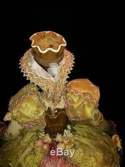 Belle Vintage Poupée Figurine En Céramique Cat Dans La Main Victorienne Robe Conçue 17,5