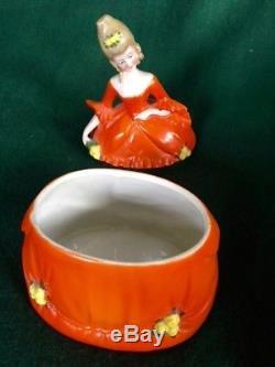 Collection De 7 Boîtes En Céramique Vintage Dresser / Poudre Avec Des Couvercles Half-doll