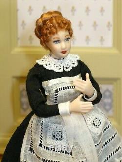 Dame Victorienne En Noir Avec Tablier En Dentelle Vintage Artisan Dollhouse Miniature