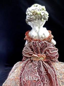 Demi Poupée En Porcelaine Vintage Avec Passementerie Antique Et Robe En Dentelle