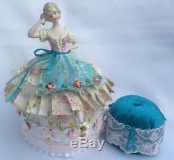Demi-poupée Allemande En Porcelaine Avec Jambes Vtg, Robe Traditionnelle Allemande Pincushion
