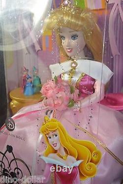 Disney Princess 12 Aurora Porcelain Doll Souvenirs Clés En Laiton