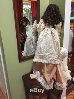Duck House Héritage Vintage Big Magnifique Grande Porcelaine Doll 40