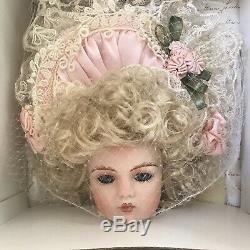 Galerie Patricia Doll Monde En Porcelaine Loveless Monica Ann Nouveau Dans L'encadré 14'