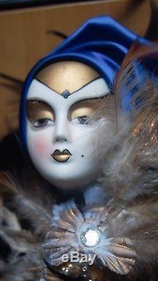 Grand Arlequin Pierrot Clown Poupée Porcelaine Brocade Costume Arlequin
