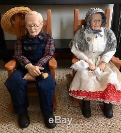 Grand-mère Et Grand-père Poupées En Porcelaine Avec Rockers Artiste Marilyn Wilson Vtg