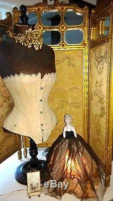 Grande, Grande, Vintage Lampe Demi-poupée, Fille De Clapet, Ancienne Base De Forme De Robe Filaire, 15,5
