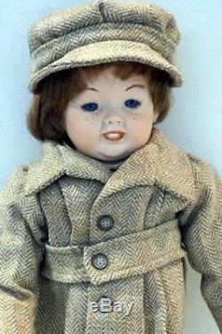 K & H Allemagne Porcelaine Vintage Poupée Entièrement Vêtue En Bon État
