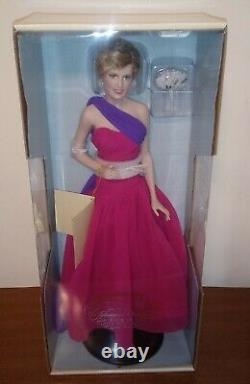 La Franklin Mint Diana Princess Of Wales Porcelain Portrait Doll- Reine De
