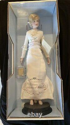 La Poupée De Portrait En Porcelaine Franklin Mint Diana Princess Of Wales