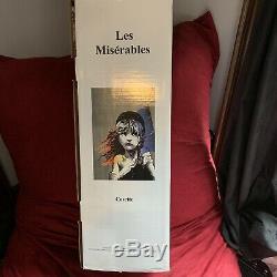 Les Misérables Cosette 898103 Poupée En Porcelaine Avec Musique Seau