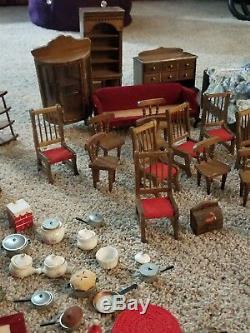 Lot De Meubles De Maison De Poupée En Céramique Antique / Vintage En Bois Avec Divers Pices