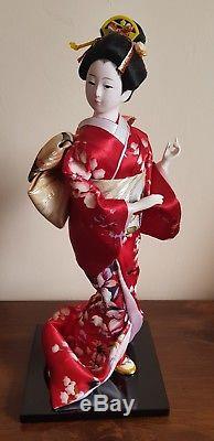 Magnifique Poupée Vintage En Porcelaine De Japon, Verre, Yeux, Soie, Kimono Rouge, Geisha