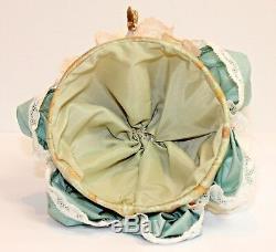 Poupée Boudoir Avec Pattes Et Poupée En Porcelaine D'époque, Coquillage D'époque