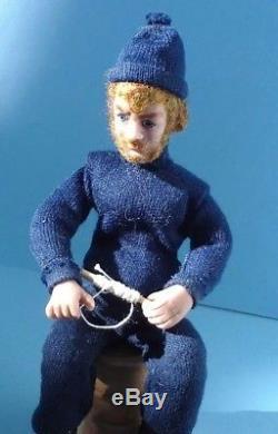 Poupée De Pêcheur Sculptée À La Main Miniature Miniature Signée Et Datée 112
