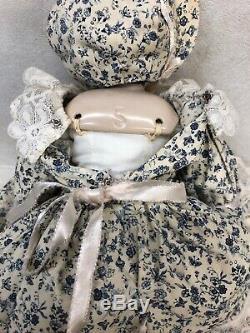 Poupée De Porcelaine Porcelaine Émaillée Millésime, Allemande, Vintage 17, État Neuf