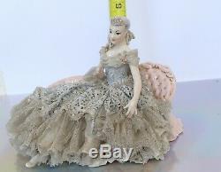 Poupée Figurine En Porcelaine Avec Canapé, Vintage, Dresde, Allemagne