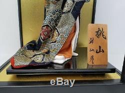 Poupée Geisha En Porcelaine Japonaise Vintage Dans Une Vitrine Avec Une Plaque En Bois Signée