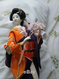 Poupée Geisha Japonaise En Porcelaine. Kimono 20 Vintage Du Japon. Gagnant