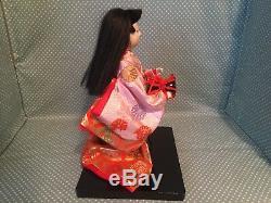 Poupée Japonaise Ichimatsu Gofun Geisha Vintage Avec Tête En Porcelaine Dans Un Coffret En Verre