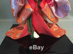 Poupée Japonaise Vintage Ichimatsu Gofun Geisha Avec Tête En Porcelaine Dans Un Coffret En Verre