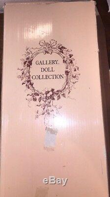 Poupée Vintage En Porcelaine Peinte À La Main, Katelyn. Collection De La Galerie. Plume. Rare