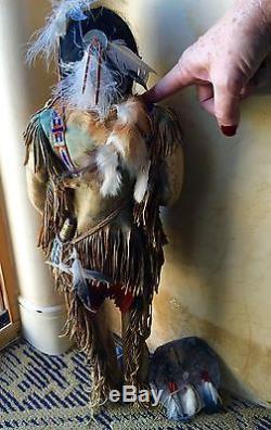 Rare Vintage Poupée Indienne Amérindienne En Cuir Fait Main Figure 24 Pouce Signé