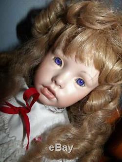 Robe De Poupée En Porcelaine Pour Bébé Fille Chaussures Yeux Violets Chaise Vintage