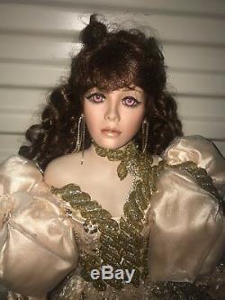 Robe En Or 42 Pouces Rustie Doll Avec Yeux Violets Et Roses