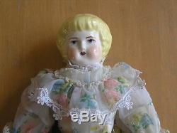 Tête De Porcelaine Antique En Céramique Antique Mains Pieds Poupée En Cuir Corps Robe En Soie