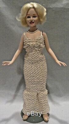 Vintage 1983 Poupée Du Monde En Porcelaine Marilyn Monroe En Robe Blanche Sequin