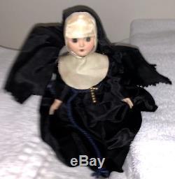 Vintage Active Haunted The Nun Soeur Patricia Barry Nun Poupée Rare Ooak