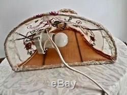 Vintage Flower Chamarré Silk Bed Lampe Porcelaine Allemande Half Doll & Marquises