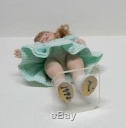 Vintage Poseable Porcelaine Enfant En Bas Âge Fille Poupée Artisan Maison De Poupée Miniature 112